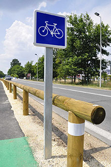 Cycle path crash barriers